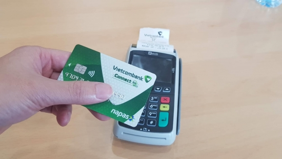 Chuyển đổi từ sang thẻ chip: Thủ tục đơn giản, nhiều ngân hàng miễn phí chuyển đổi
