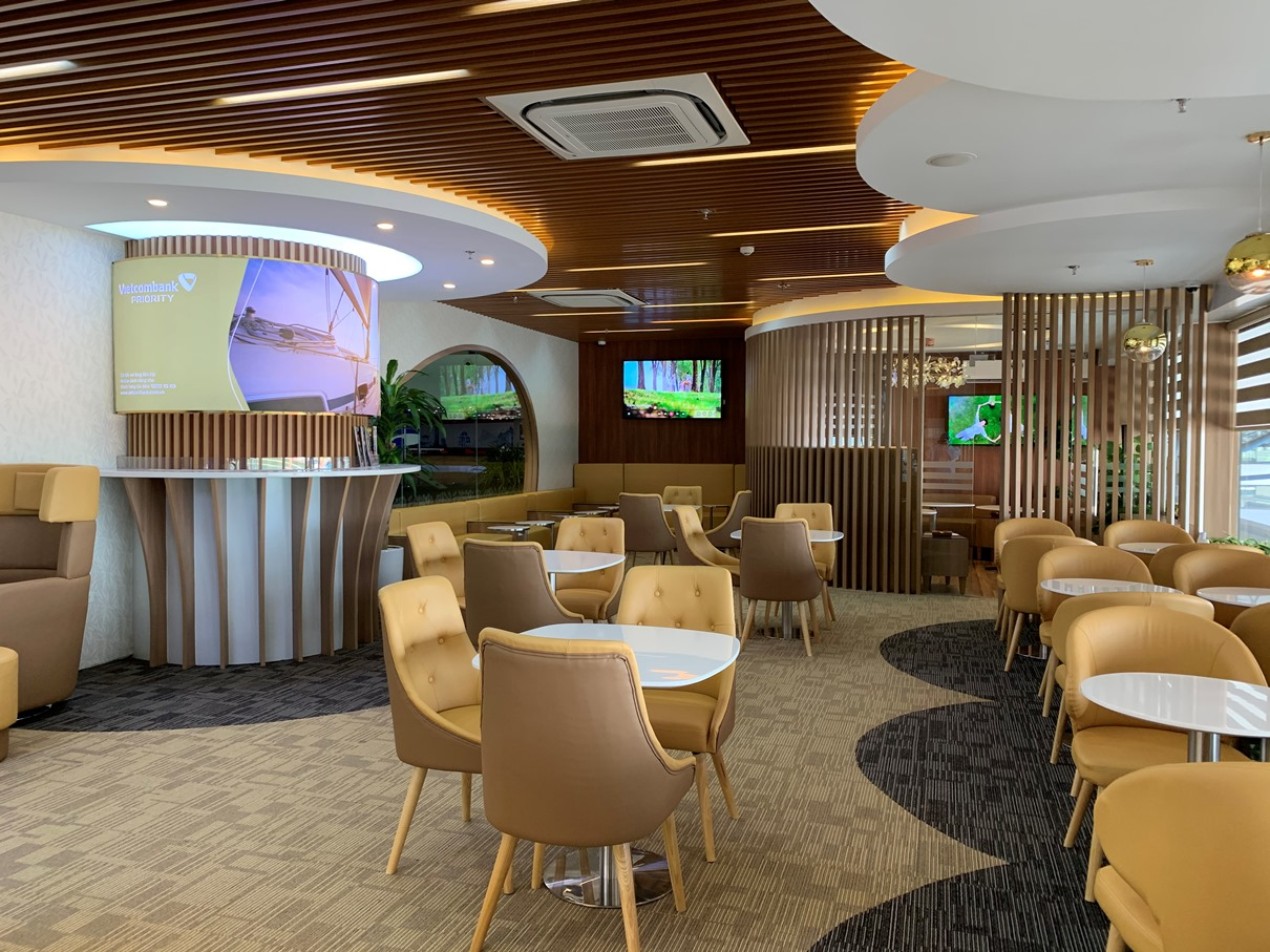 khai truong phong cho vietcombank priority lounge tai san bay quoc te noi bai