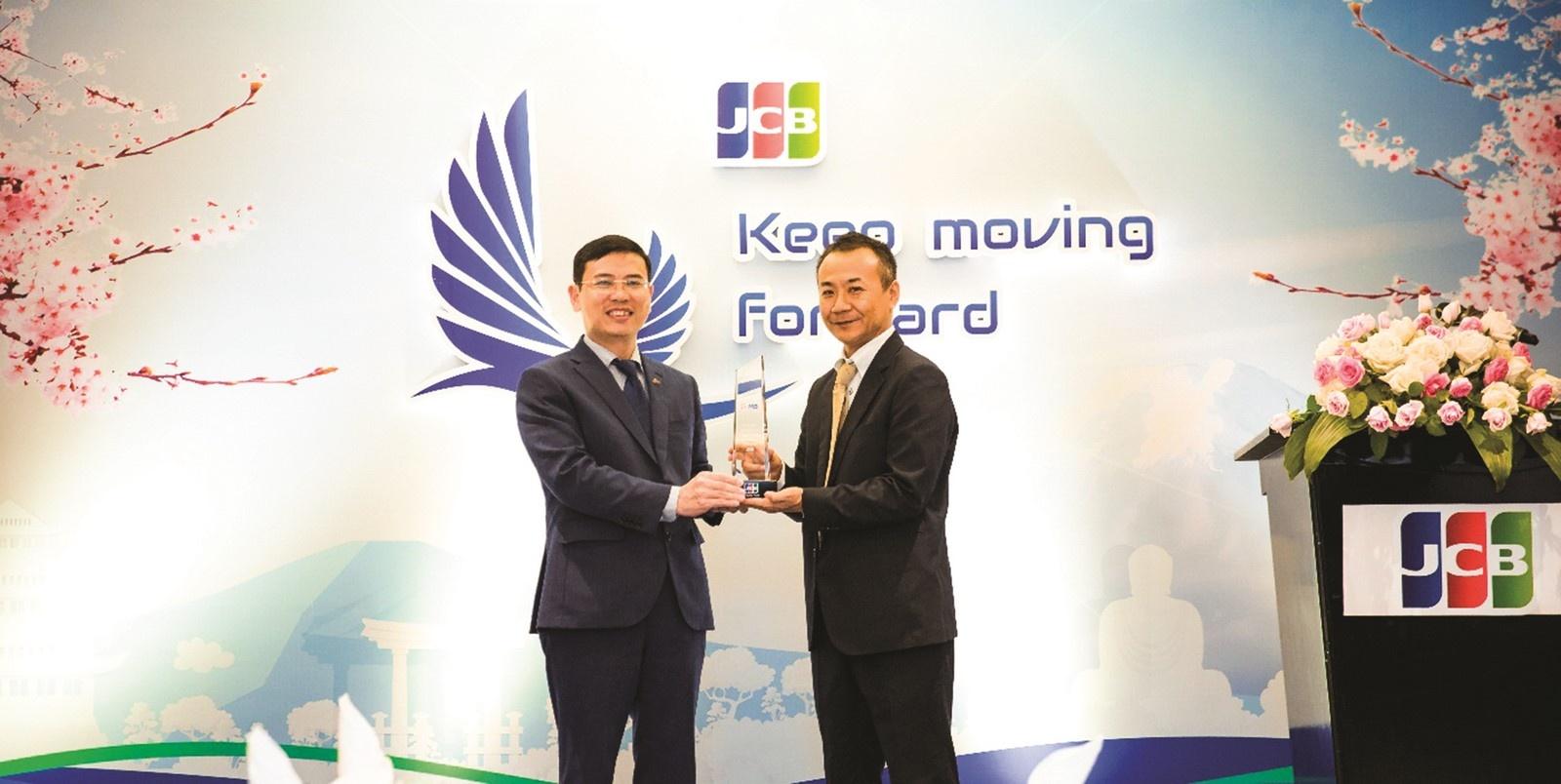 MB nhận các giải thưởng danh giá từ JCB