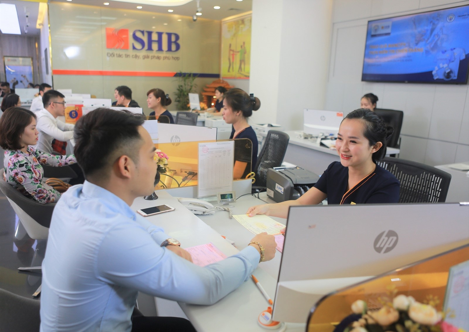 """SHB được vinh danh """"Ngân hàng tốt nhất dành cho doanh nghiệp nhỏ và vừa Việt Nam"""""""