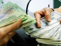 Nhiều ngân hàng tiếp tục giảm nhẹ giá mua - bán USD