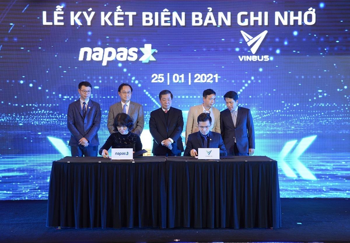 VinBus và NAPAS ký thỏa thuận hợp tác thanh toán vé điện tử