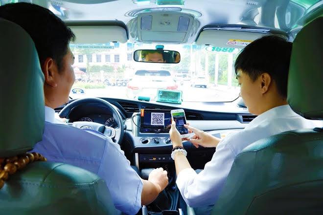 taxi gong minh chong dich day manh thanh toan khong dung tien mat