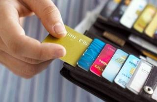 Giải đáp câu hỏi về việc thanh toán thẻ tín dụng cho người khác