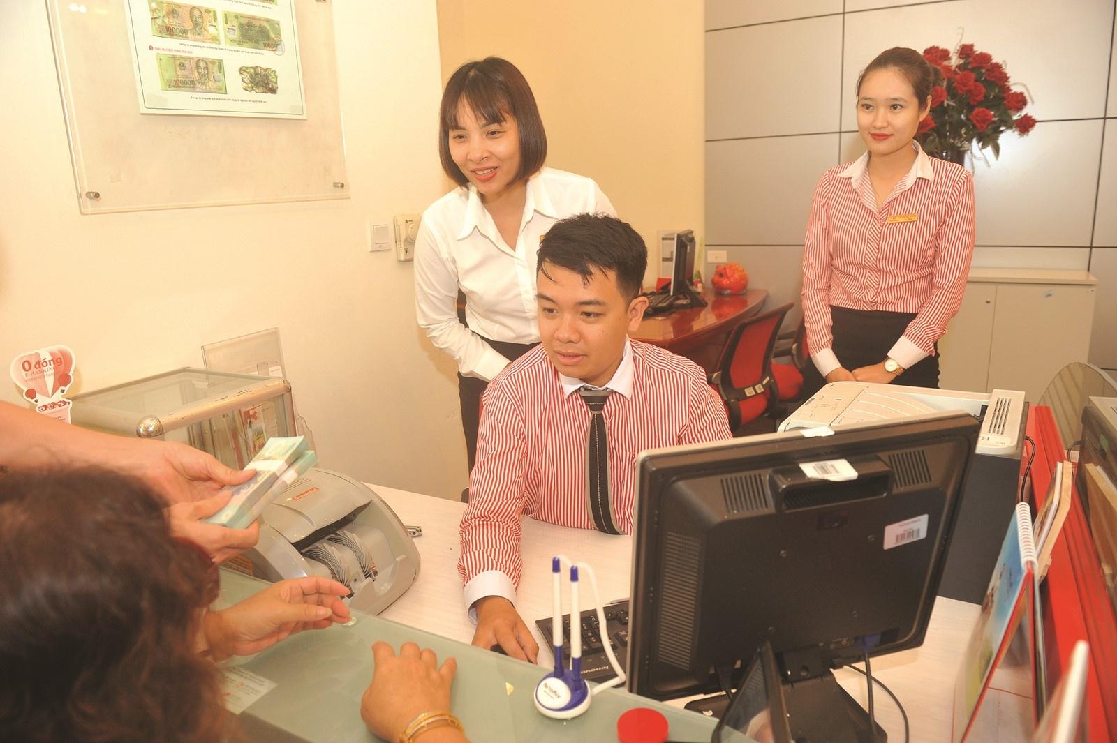 Nhân sự ngân hàng: Đào tạo lại hay tuyển mới?